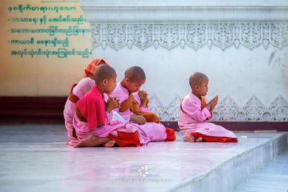 Praying Thilashin Girls, Myanmar